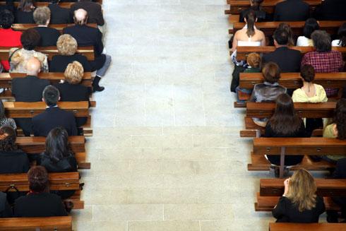 regole sulla disposizione degli invitati in una cerimonia nuziale in chiesa