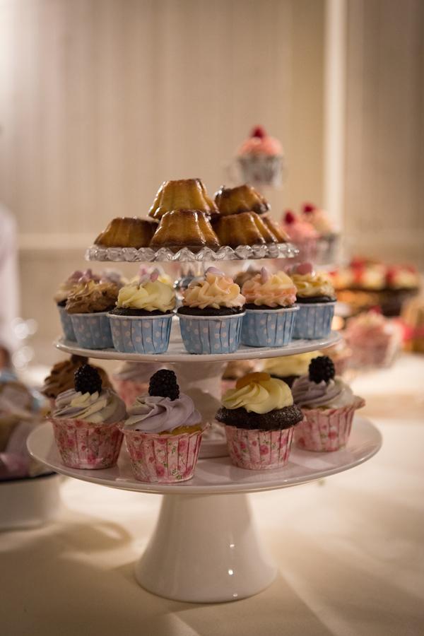 cupcakes per un pranzo di nozze con il tè