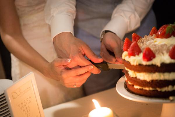 servizio fotografico matrimonio: foto del taglio della torta
