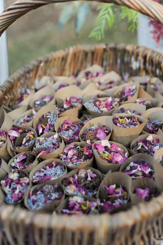 alternative al lancio dei fiori: i fiori secchi