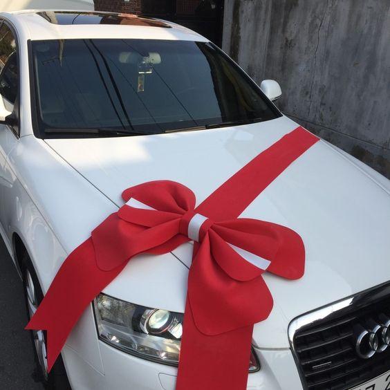 come addobbare l'auto sposi con la stoffa