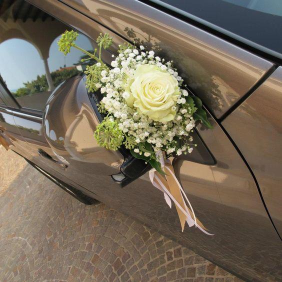 addobbare l'auto degli sposi con i fiori