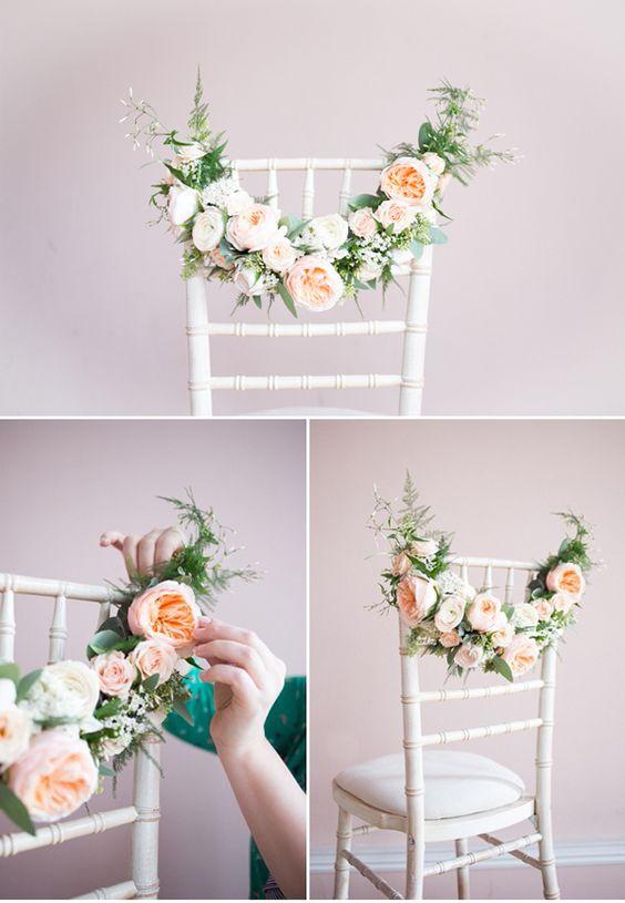 decorazione sedie matrimonio con ghirlanda di peonie rosa