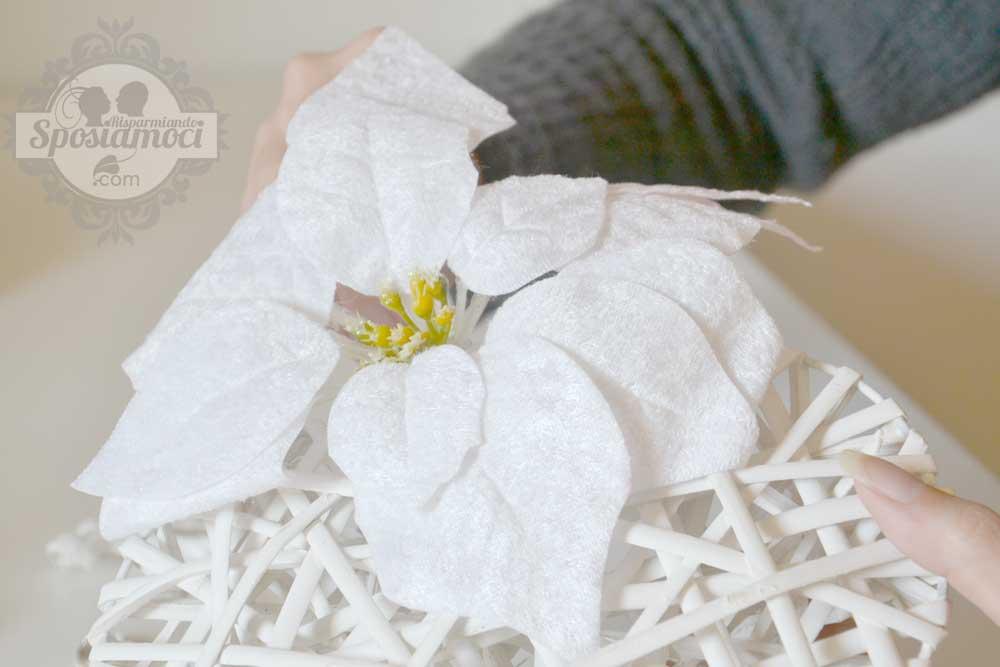 portafedi fai da te matrimonio invernale: cuore in vimini con la stella di Natale