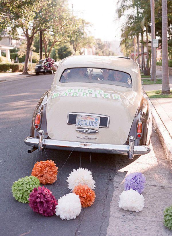 pon pon per decorare l'auto degli sposi