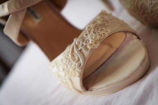 scarpe da sposa decorate a mano da Daisy E co. Pistoia