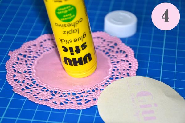 Sacchetti confetti fai da te con i centrini di carta