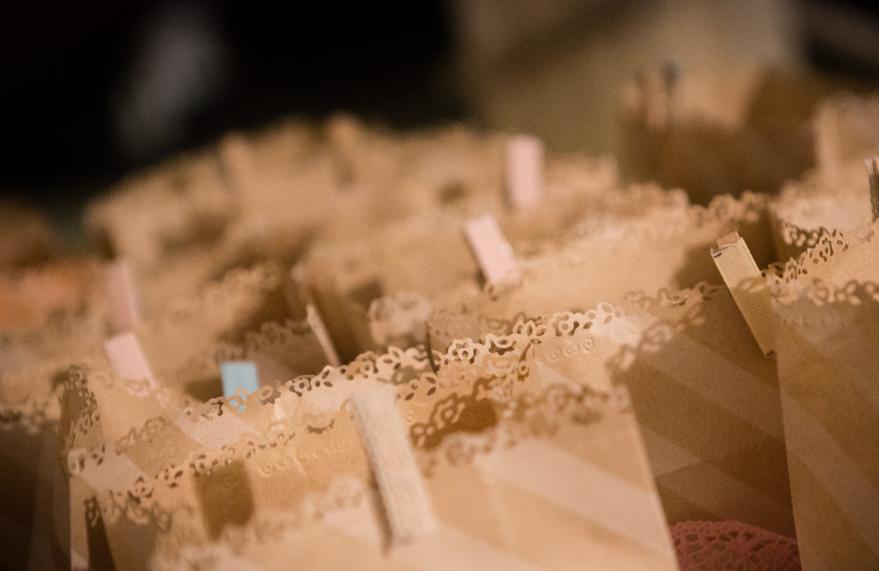 Sacchetti confetti fai da te con buste craft