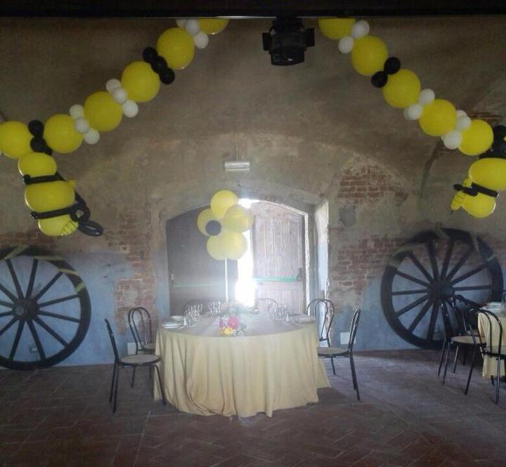 allestimento con i palloncini della location di matrimonio