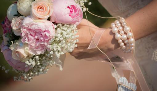 bouquet sposa con rose e peonie