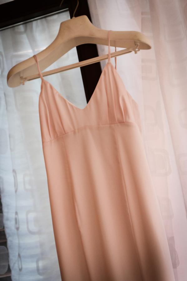 sottoveste di seta rosa abito da sposa con morbide coppe e tagli a telino