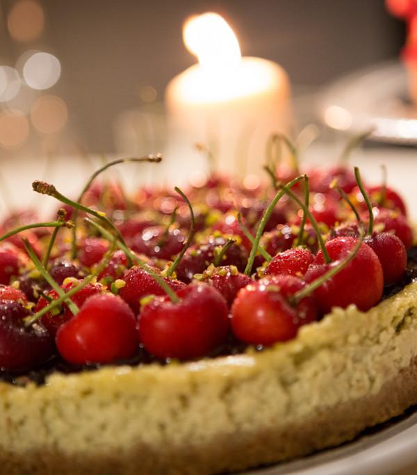torte nuziali semplici: Cheesecake di pistacchio e ciliegie