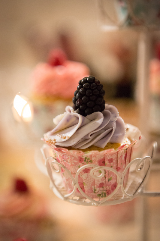 torte nuziali semplici: CupCakes Naked alla mora