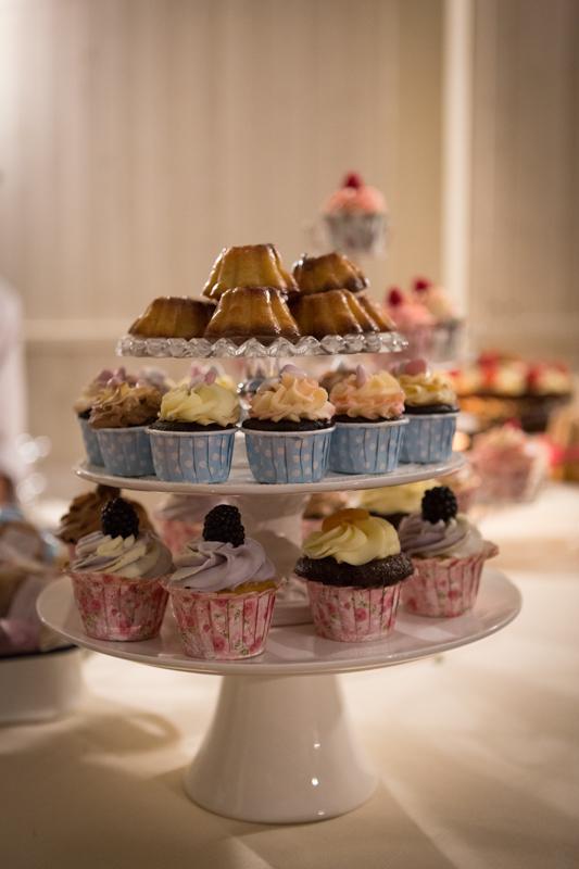 torte nuziali semplici: i cupackes Naked biologici