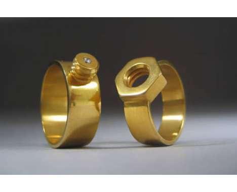fedi nuziali particolari in oro giallo maschio e femmina: bullone e vite