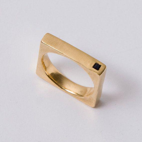 fede nuziale particolare in oro giallo quadrata, asimmetrica e unisex in oro 14k