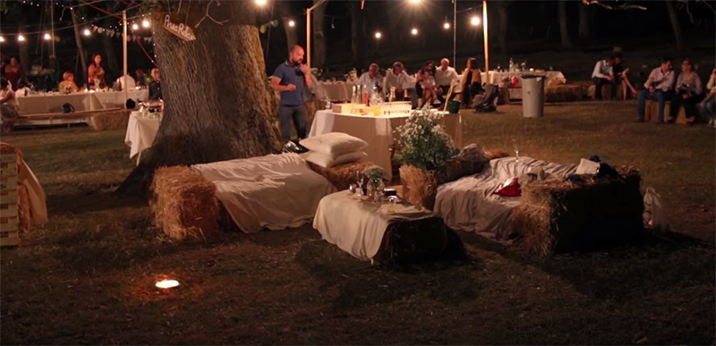 banchetto di nozze picnic nel bosco