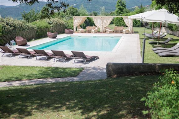 pranzo matrimonio a Pistoia: buffet bordo piscina a Villa Giorgia