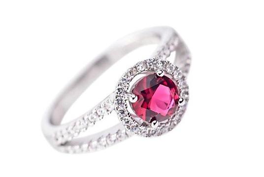 Anello di fidanzamento solitario placcato oro con diamante rosso: 45,00 euro