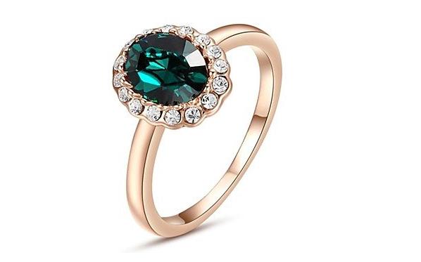 Anello di fidanzamento solitario placcato oro con pietra verde