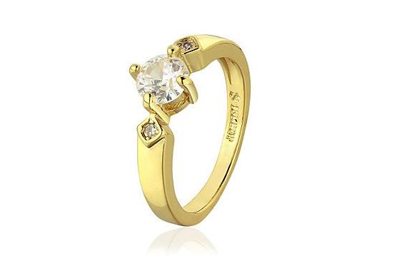 Anello di fidanzamento solitario placcato oro con strass: 25,00 euro