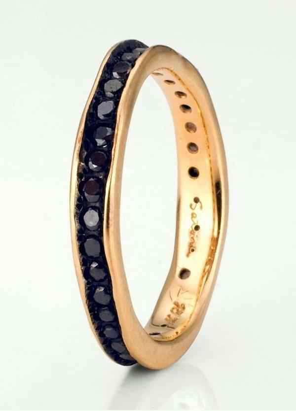 fede nuziale particolare con diamanti neri