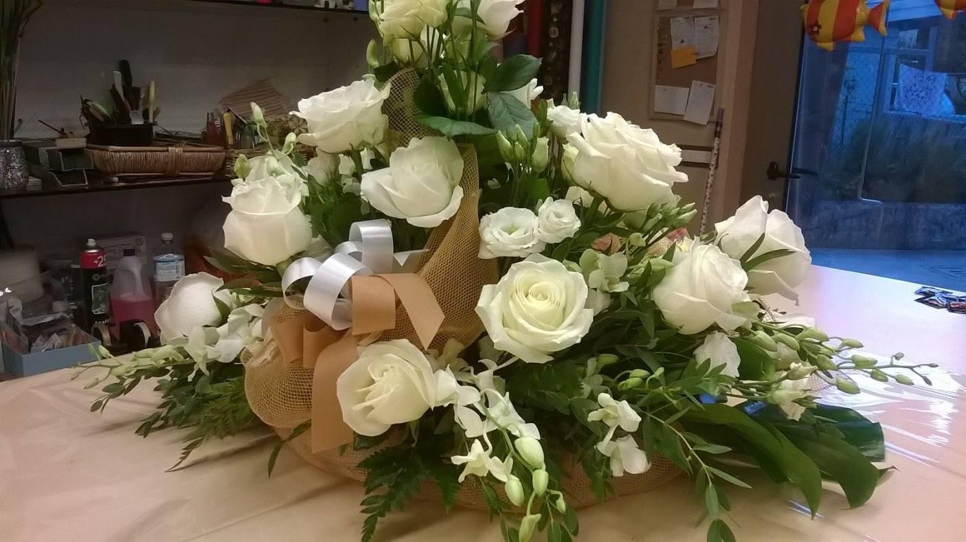 Ben noto Matrimonio economico con fiori di stoffa e sposa tutta curvy SM87