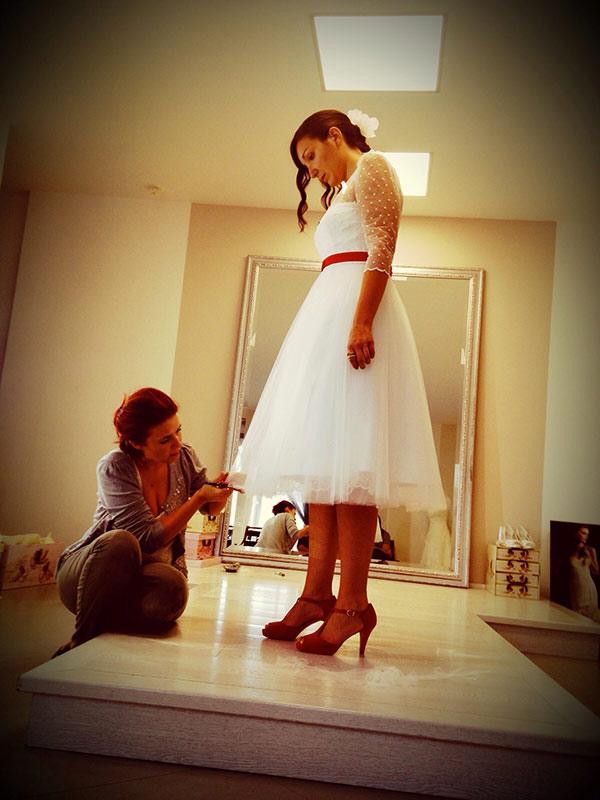 abito con scarpe da sposa rosse