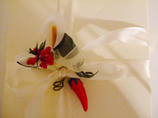 Bomboniera culinaria per matrimonio in uniforme: comprata in stock da una ditta che produce conserve calabresi