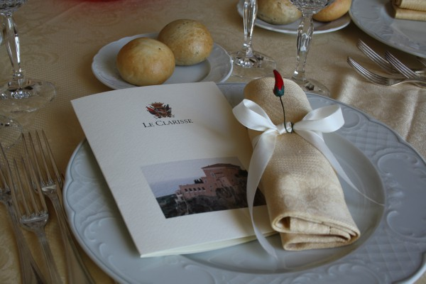 Matrimonio in uniforme: segnaposto personalizzato con un peperoncino che richiama la Calabria