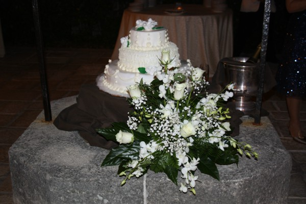 Torta nuziale per matrimonio in uniforme: millefoglie in crema chantilly.