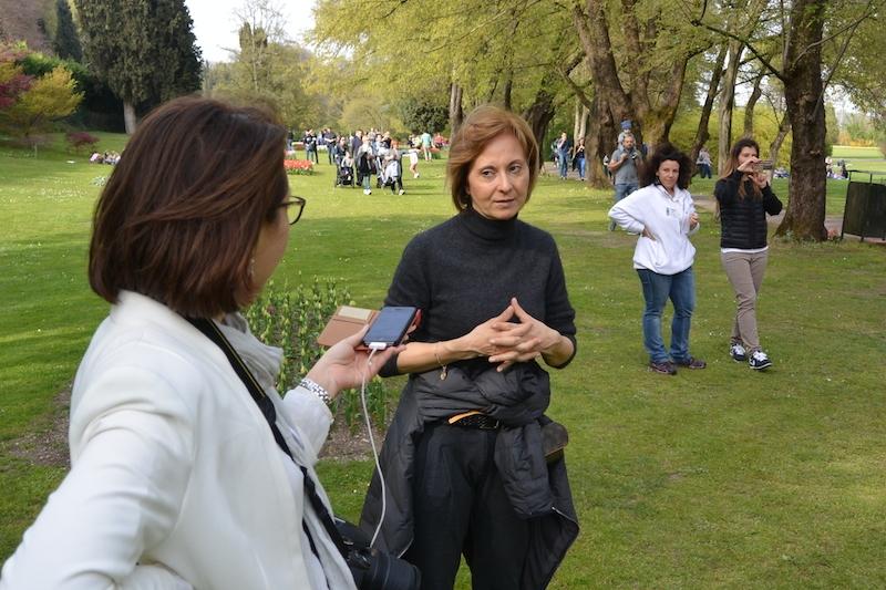 La sposa oculata Rebecca che intervista Magda Sigurtà per capire quanto costa organizzare un matrimonio in giardino