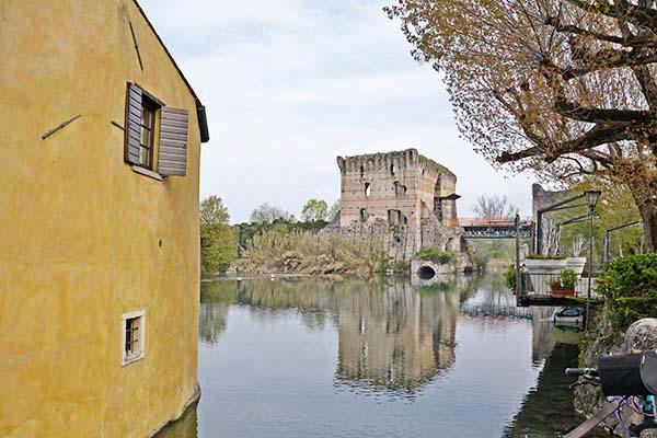 Ponte visconteo di Valeggio sul Mincio visto da Borghetto