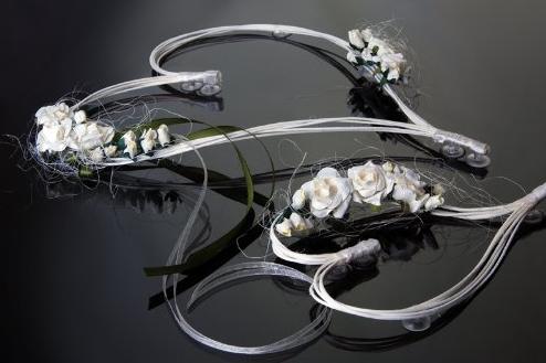 cuori a ventosa per decorare l'auto sposi