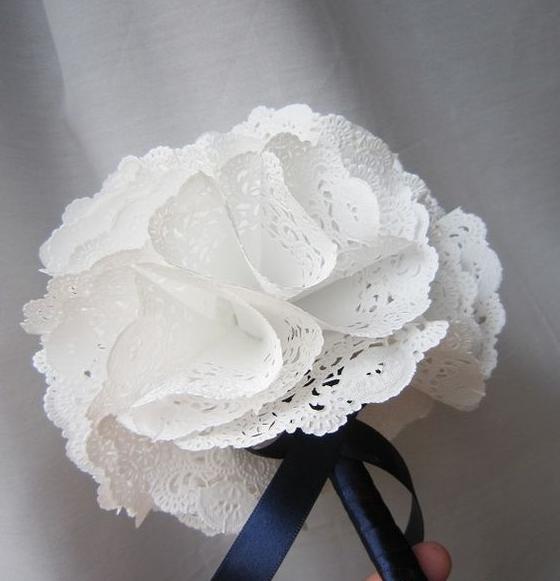 bouquet con centrini di carta