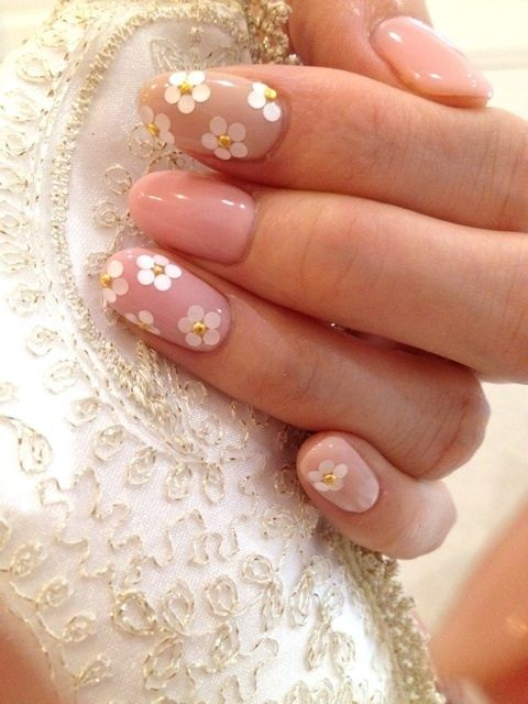 unghie gel nail art sposa con margherite