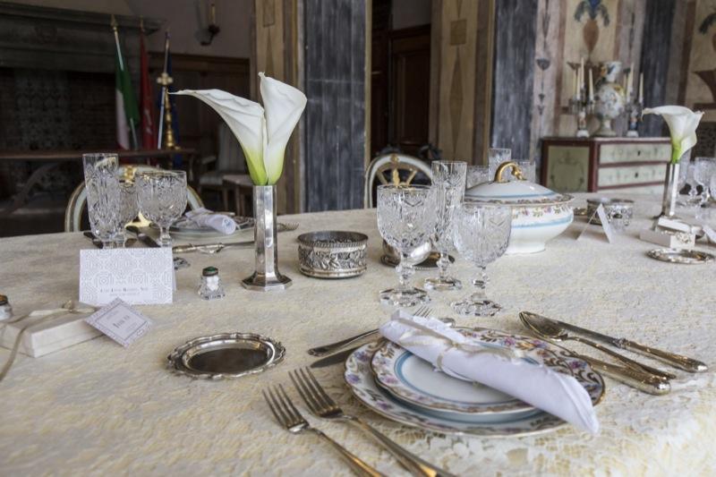 mise en place tavolo invitati matrimonio a tema Il Grande Gatsby