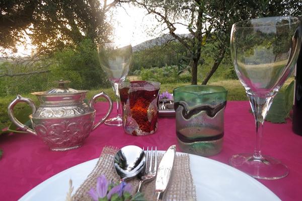 mise en place tavolo sposi per un matrimonio ispirato al vino