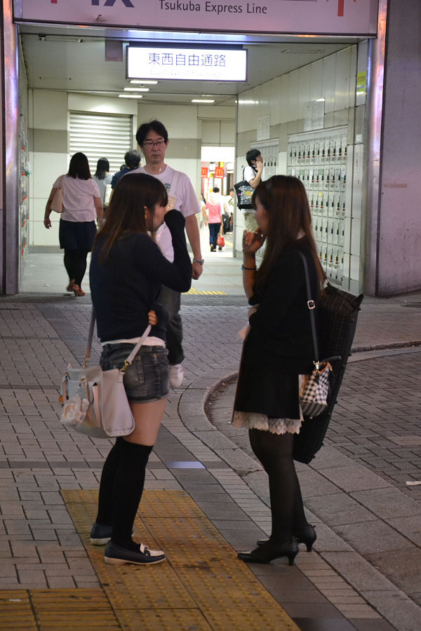 ragazze nel quartiere di Akihabara Tokyo