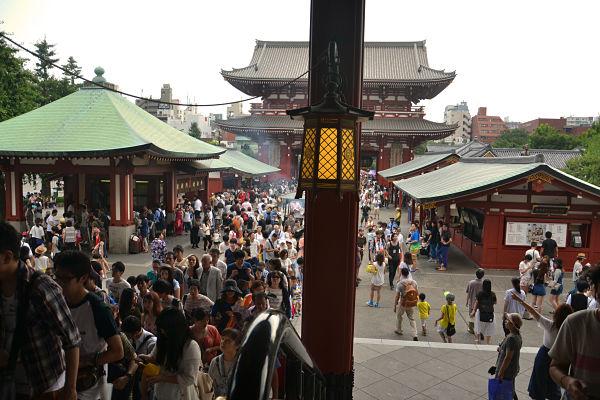 turisti Tempio Sensoji Tokyo