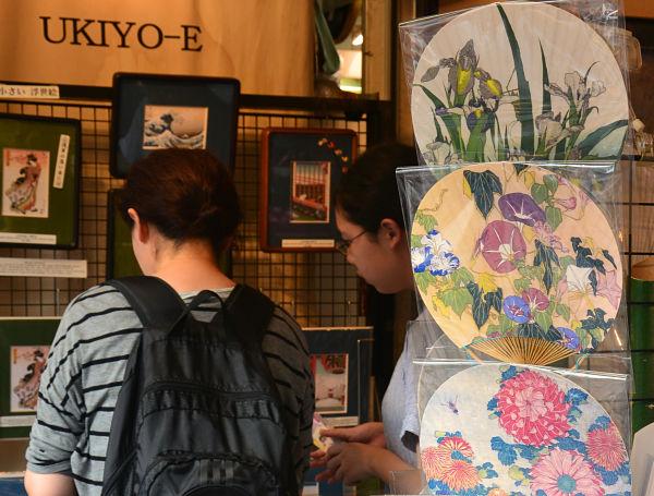 souvenir via Nakamise Tokyo
