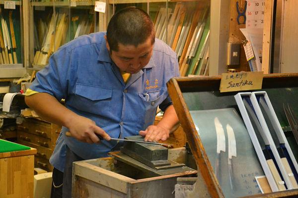 negozio di coltelli mercato del pesce Tsukiji a Tokyo