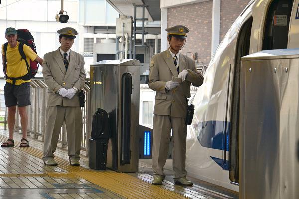 controllori shinkansen a Tokyo
