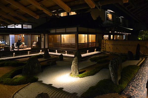 giardino zen del Koyasan Fukuciin di notte