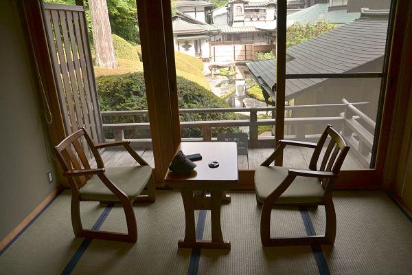 terrazzino in camera nel monastero Koyasan Fukuciin sul Monte Koya