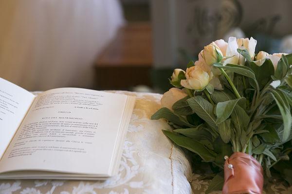 libretto matrimonio a tema libri e chiavi