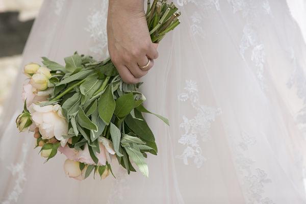 bouquet sposa matrimonio a tema libri e chiavi