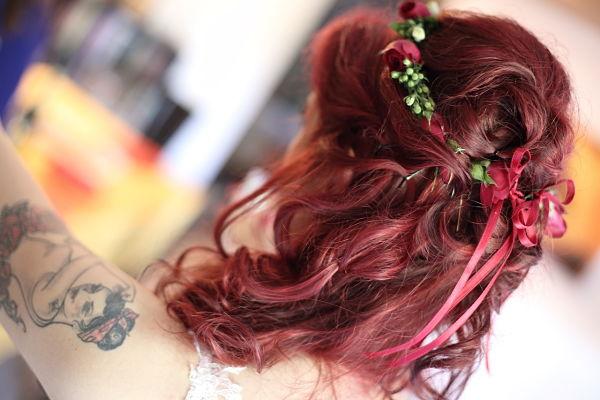acconciatura boho chic per sposa capelli rossi