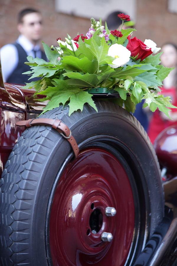 fiori per auto d'epoca matrimonio a tema ciliegie