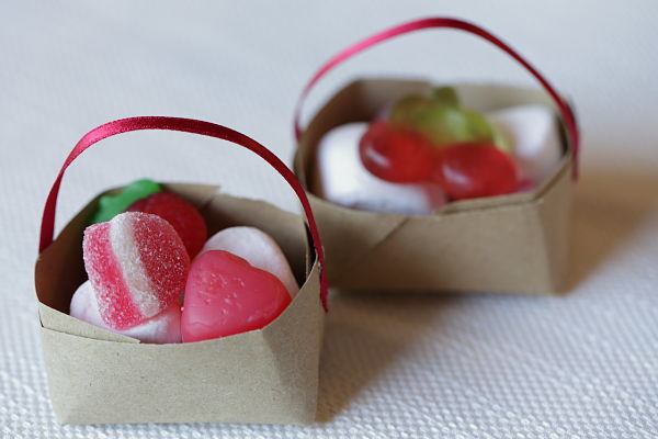 caramelle segnaposto tavolo bambini per ricevimento matrimonio a tema ciliegie